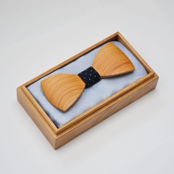 Drevený motýlik tvarovaný special - európska čerešňa
