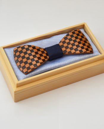 Drevený motýlik tvarovaný - hruška šachovnica