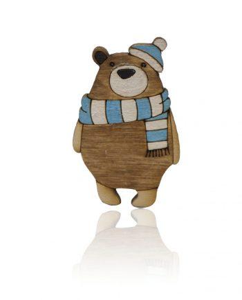 Drevená maľovaná brošňa - Medveď s modrým šálom