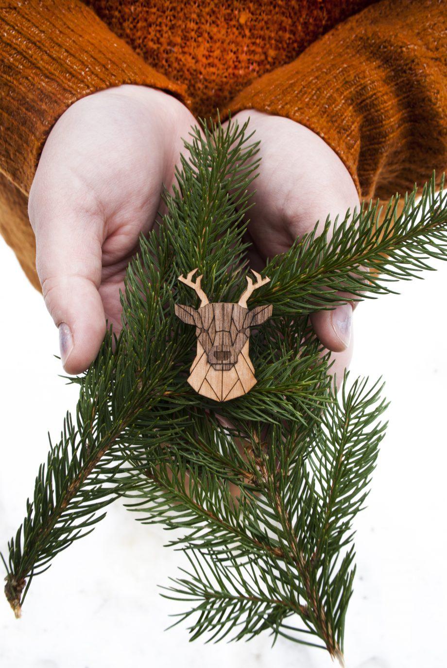Drevená brošňa - Jeleň