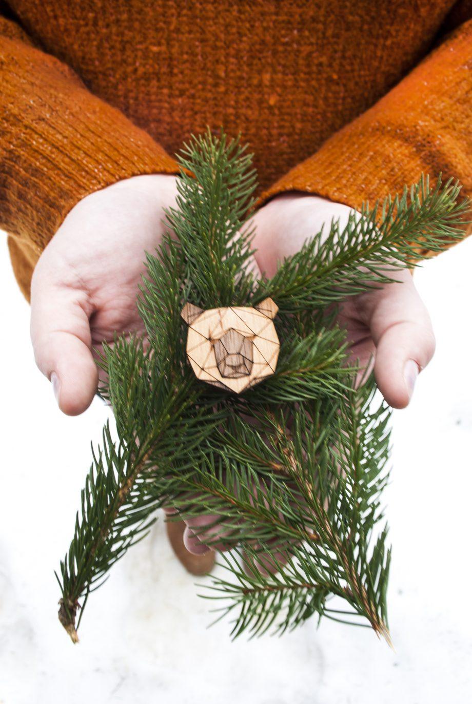 Drevená brošňa - Medveď