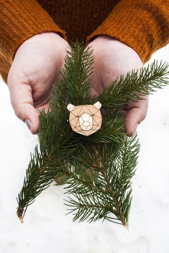 Drevená brošňa - Medveď Pale