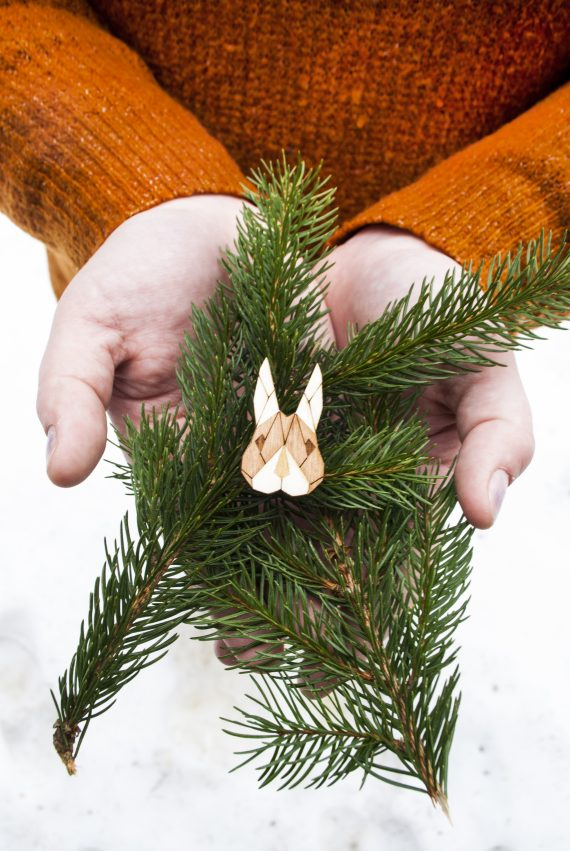 Drevená brošňa - Zajac Pale