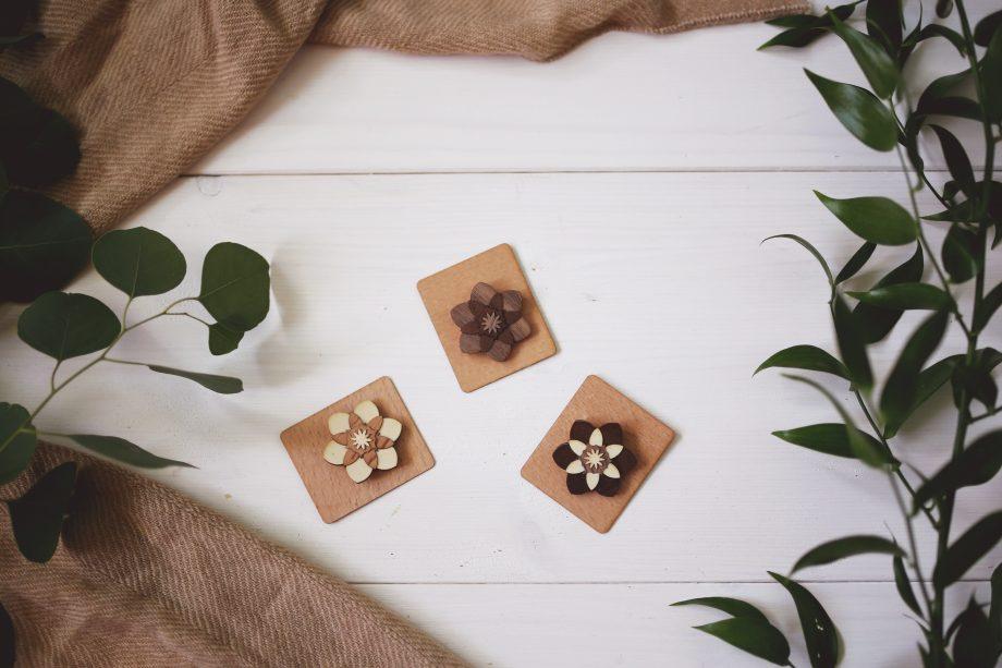 Drevená brošňa - Kvet